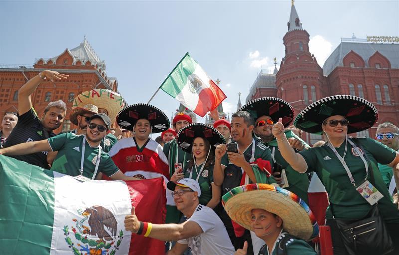 ¡La fiesta mexicana llegó a Rusia! Sombreros mexicanos  inundan  el centro  de a057b15a964