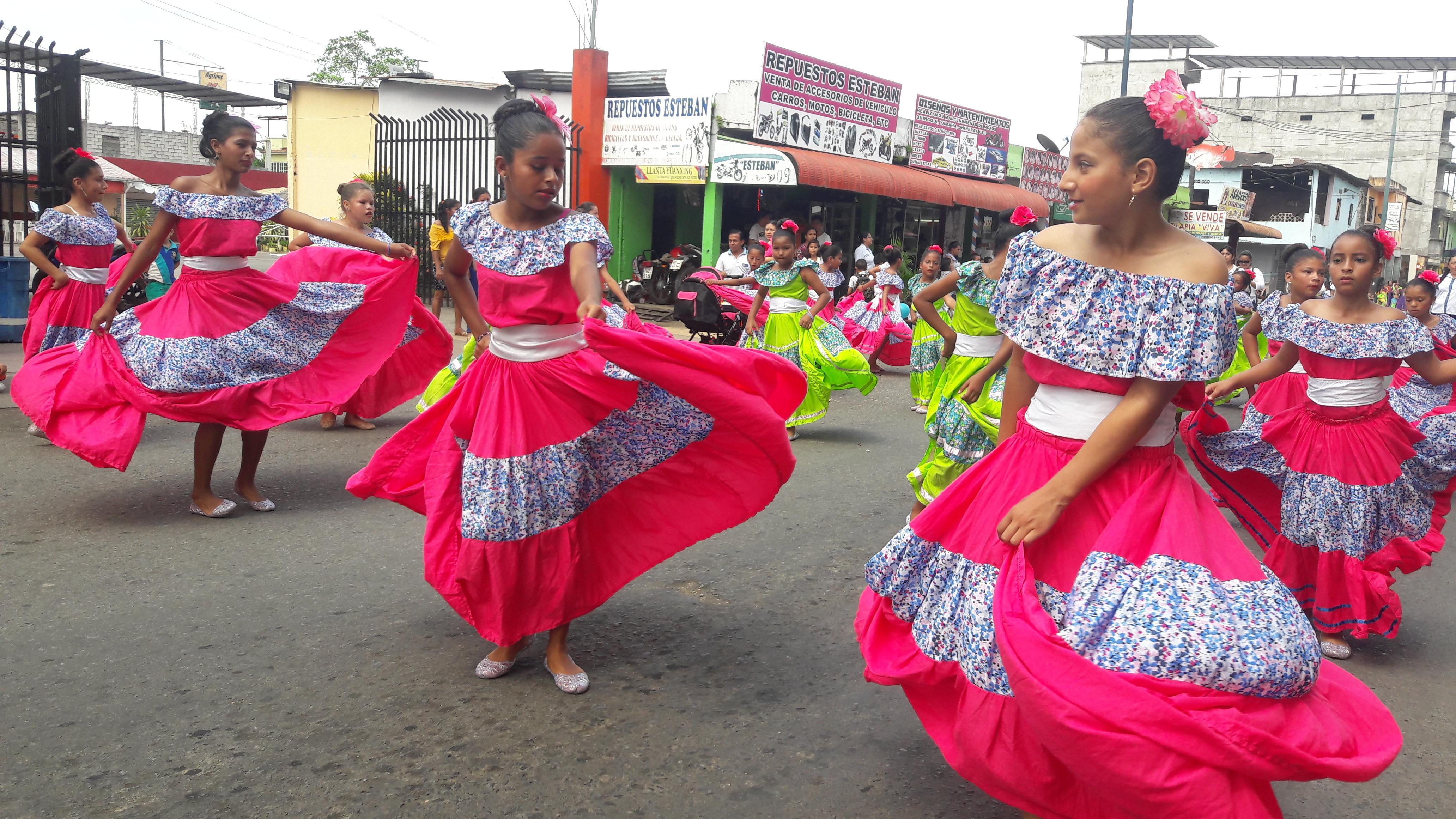 Música, fiesta y desfile por la fiestas