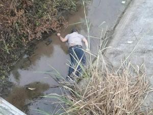 Un hombre aparece muerte en un estero en la vía Canuto - Calceta