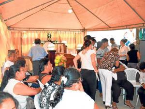 Vestidos de mariachis sus familiares le dan el último adiós a Pedro