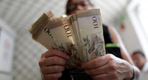 Maduro sube 103 % salario mínimo integral y lo ubica en 65 dólares mensuales