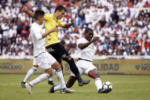 Barcelona a la espera de un resbalón de Liga de Quito para soñar ganar la primera etapa
