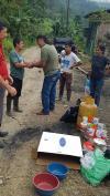 Familia recibe ayuda humanitaria