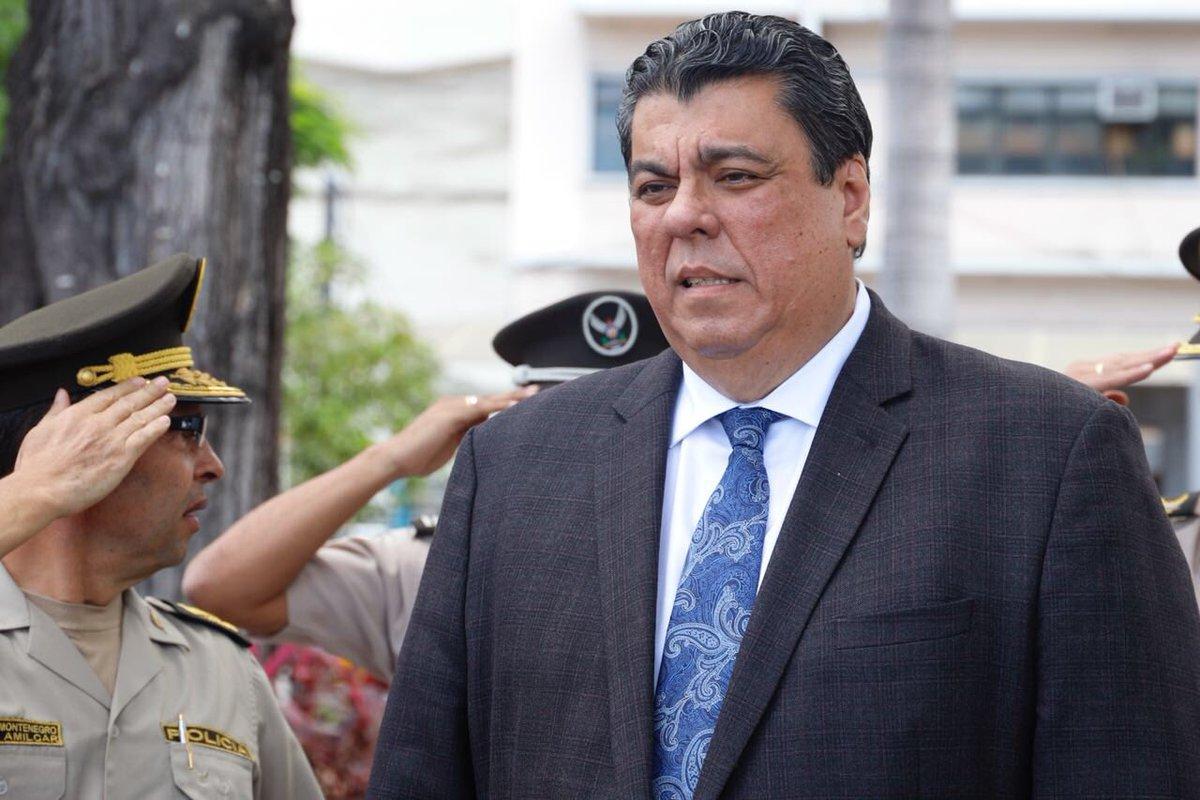 Ministro del interior confirma detenci n de 52 personas for Escuchas del ministro del interior