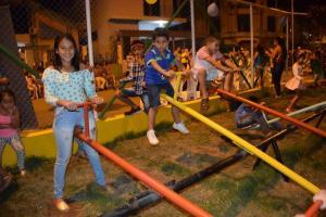 Con música y baile se estrena parque