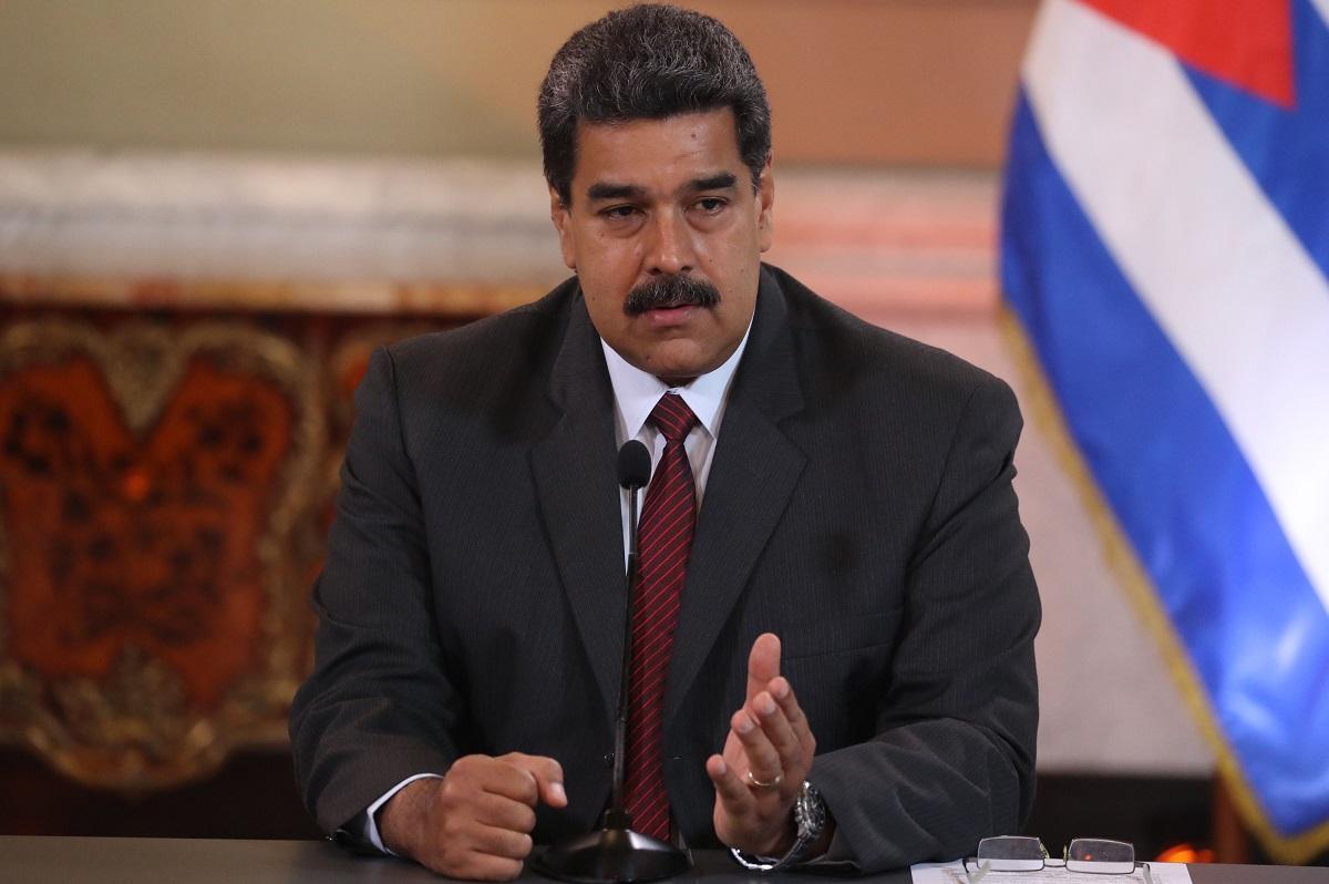 Nicolás Maduro se solidariza con Rafael Correa y pide cese de ''persecución''