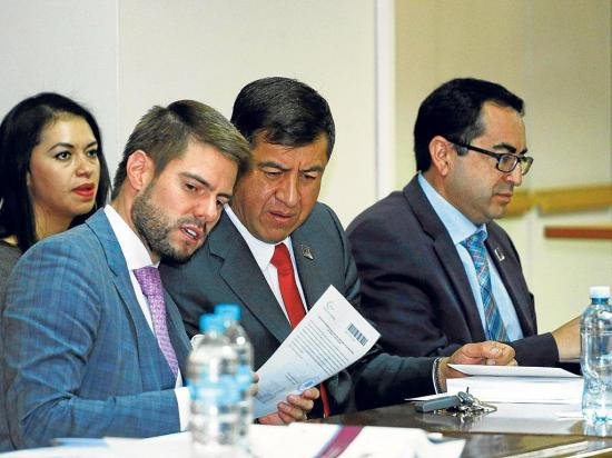 Esperan documentos para solicitar detención de Rafael Correa