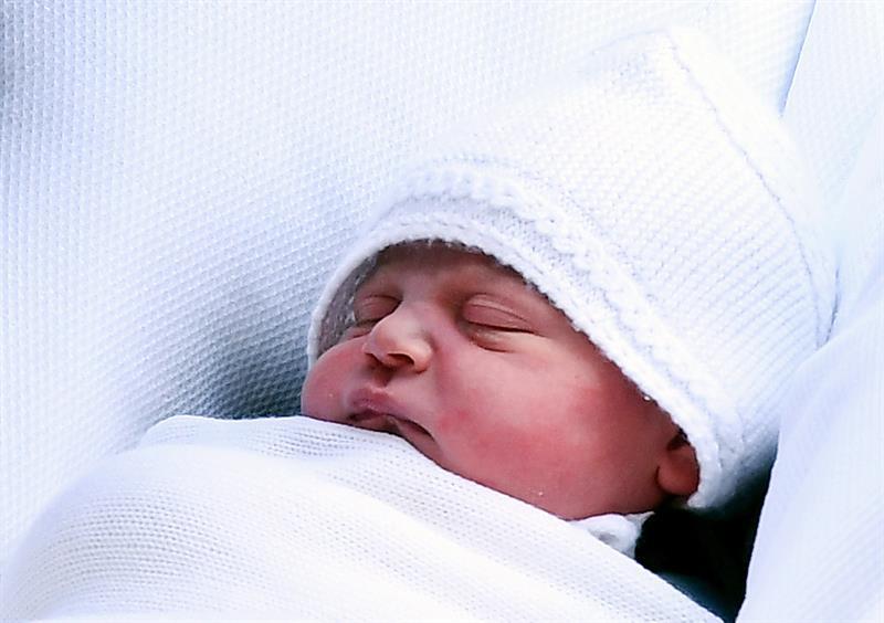 El príncipe Luis, hijo de los duques de Cambridge, es bautizado en Londres