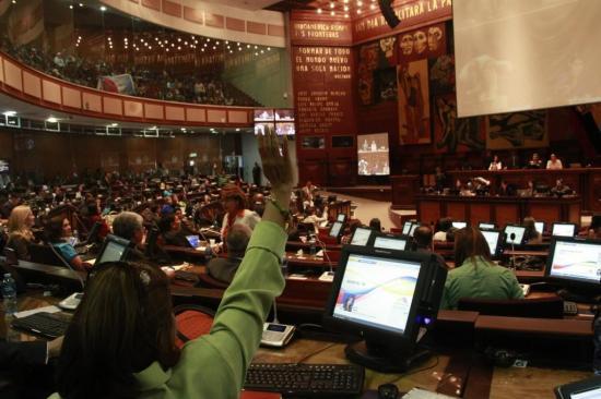 Asamblea Nacional rechaza declaraciones de Morales y Maduro sobre Correa