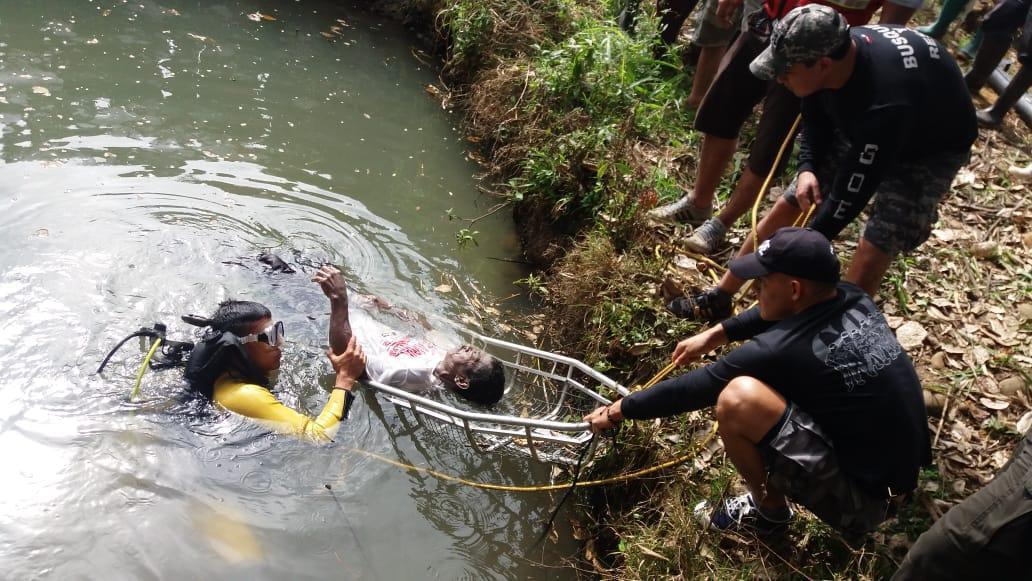 Felipe se ahogó en un estanque