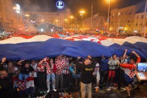 Croacia alcanza por primera vez una final en un Mundial, miles festejan histórico triunfo