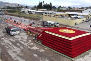 Ecuador busca romper récord Guinness con pirámide ancestral de rosas
