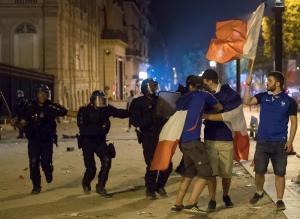 ATENCIÓN: Disturbios y destrozos en Francia en la celebración del título mundial