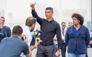 Ronaldo conoce la ciudad deportiva del Juventus y saluda a sus compañeros