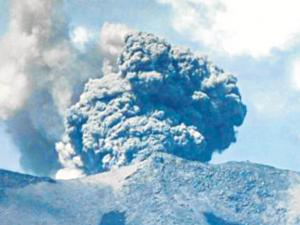 Sigue alerta volcánica