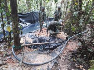Militares ecuatorianos descubren conexión ilegal en poliducto en la frontera