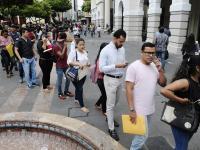 La pobreza crece y el desempleo se reduce
