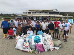 El sábado limpiarán la playa de Puerto Cayo