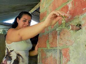 Buscan crédito para dar agua a parroquias
