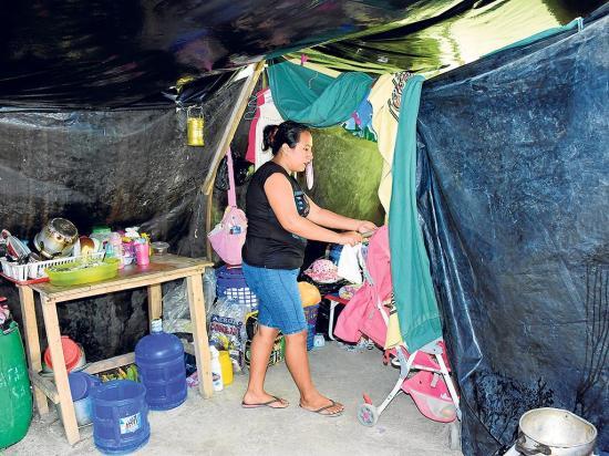 Cinco familias esperan una casa