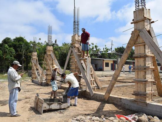 Construyen capilla con recursos donados por cristianos europeos