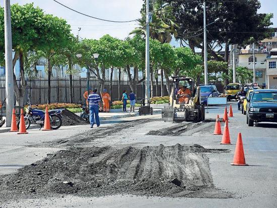 Bachean las calles en el centro de Portoviejo