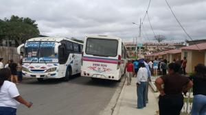 Manta: Moradores de Ceibo Renacer retienen buses tras accidente que dejó una fallecida