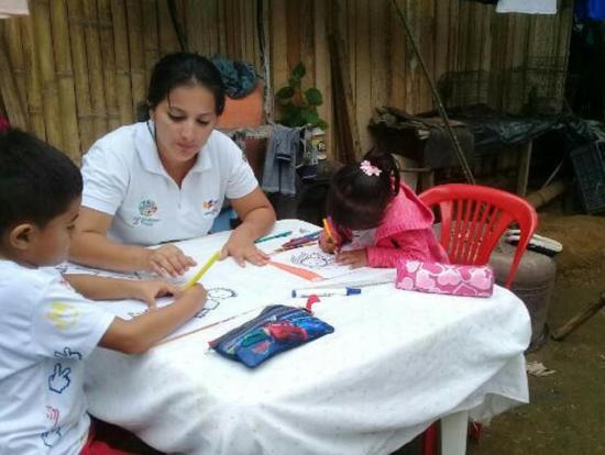 Niños reciben clases a domicilio