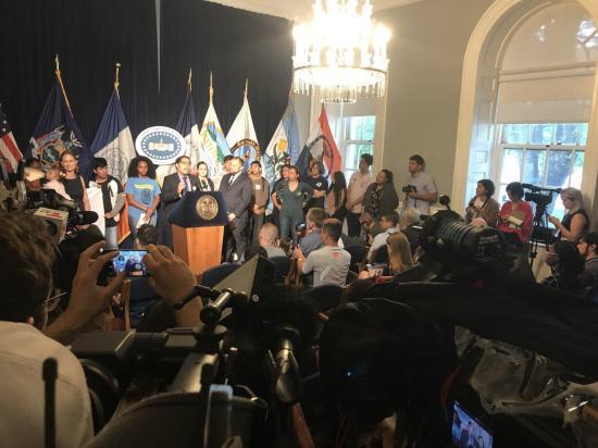 Familia de ecuatoriano, políticos y activistas piden su libertad ante corte