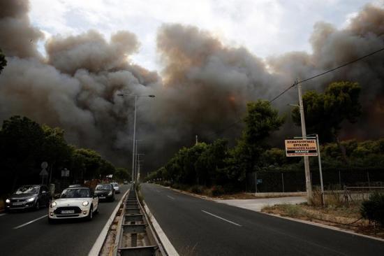 Al menos seis muertos y medio centenar de heridos en Grecia por incendios