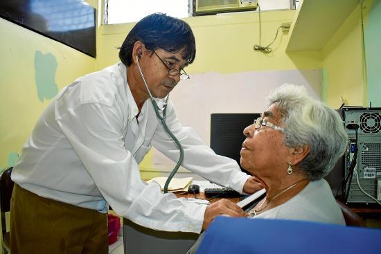 Centros de salud deben atender el 80 % de pacientes