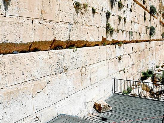Cae una piedra de 100 kilos de peso del  Muro de los Lamentos