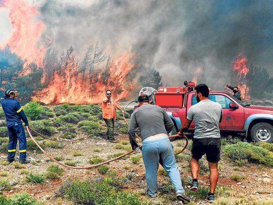 Incendio en atenas deja 74 muertos