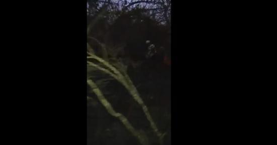 Varios ciclistas ayudaron a detener un conato de incendio en el bosque de La Tomatera