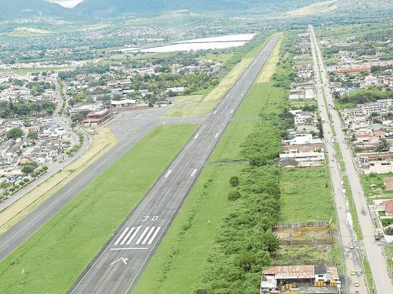 Proponen una  consulta para definir el uso del aeropuerto Reales Tamarindos