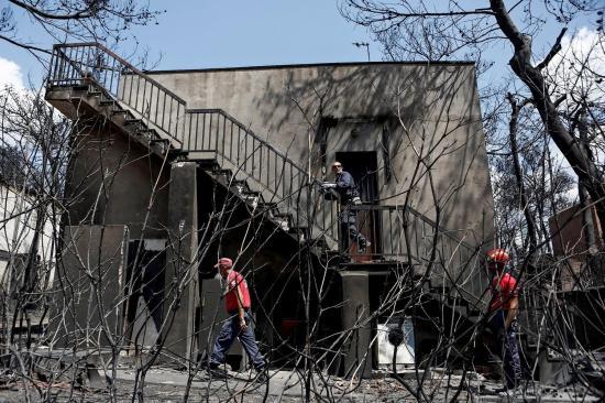 Los peores incendios de Grecia han matado a 80 personas y hay decenas desaparecidos
