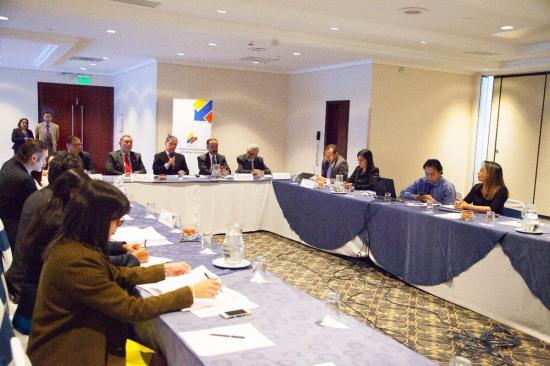 Canciller ecuatoriano recibe equipo de CIDH por caso de periodistas asesinados