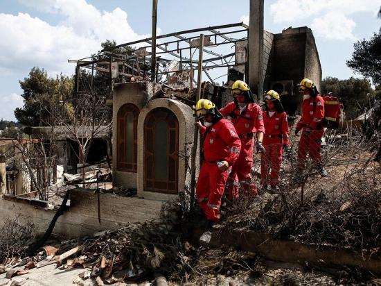 """Buscan sobrevivientes tras """"ola"""" de incendios"""