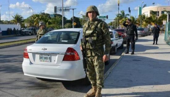 Policías hallan bolsas con restos humanos en balneario mexicano de Cancún