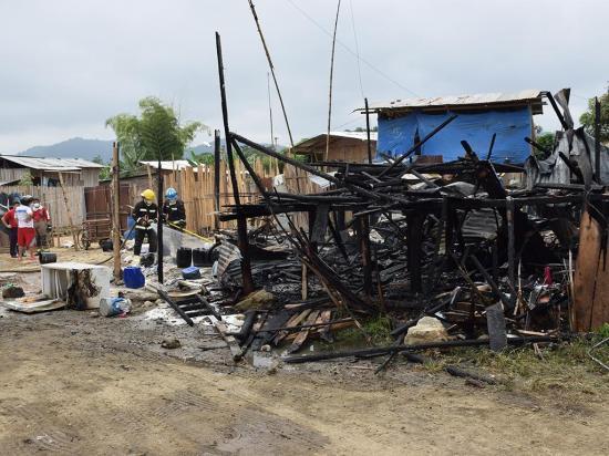 Gas tóxico en  incendio de  dos casas