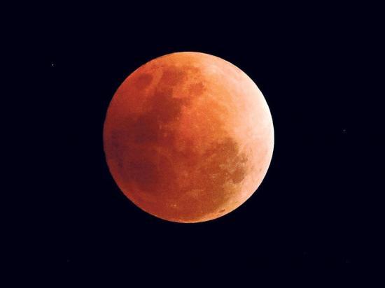 Hoy la Luna se tiñe de rojo