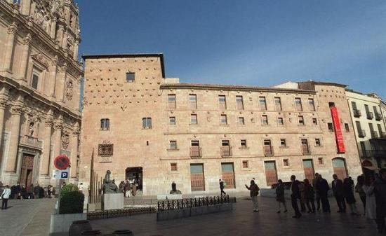 Dos jóvenes son acusados de escalar monumento del siglo XVI en España