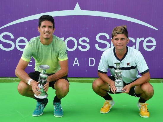 Emilio gana el  título en dobles