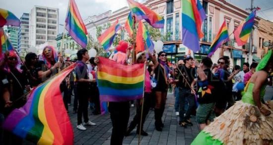 Matrimonio homosexual será reconocido por Corte, afirma líder LGTBI