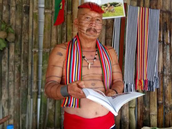 Agustín Calazacón compila la cultura Tsáchila en libro