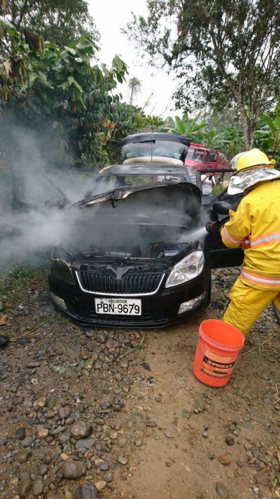 Automóvil quedó reducido a chatarra