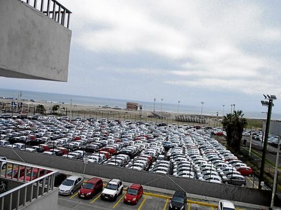 Importaciones de vehículos a través del puerto de Manta generan trabajo