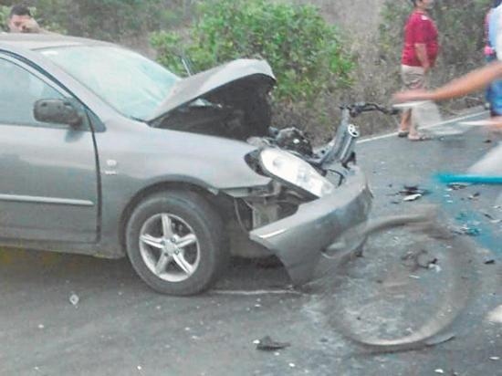 Siete personas salieron heridas al chocar un  camión con automóvil