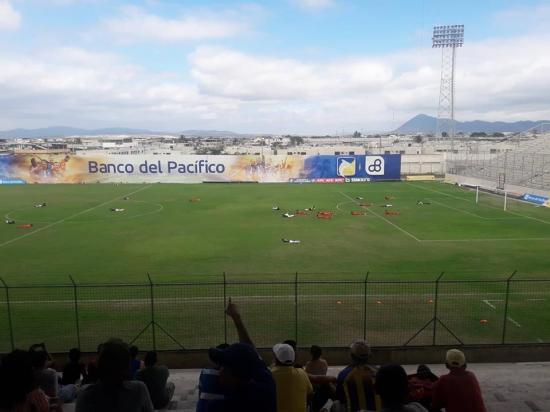 VÍDEO: Ataque de abejas interrumpe encuentro del torneo de Ascenso en el estadio Jocay