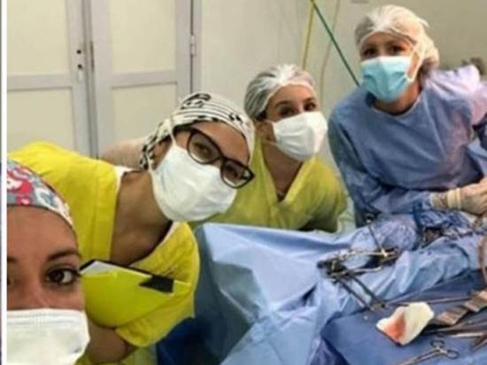 'Selfies' en plena  cirugía